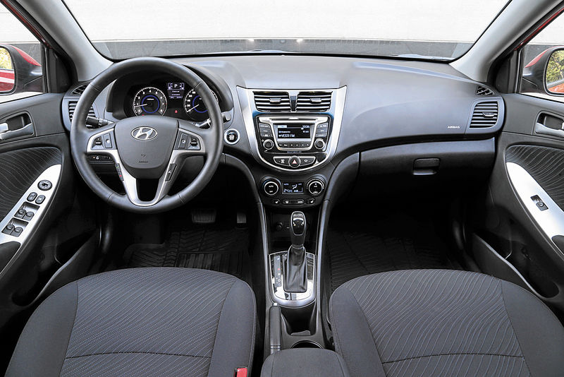 Hyundai Solaris 1.6L(AT) салон
